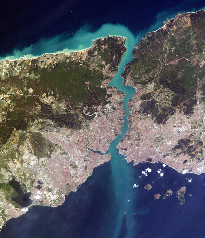Истанбул, Турска - 16. април 2004.  Аутор: НАСА; фотографија у јавном власништву.
